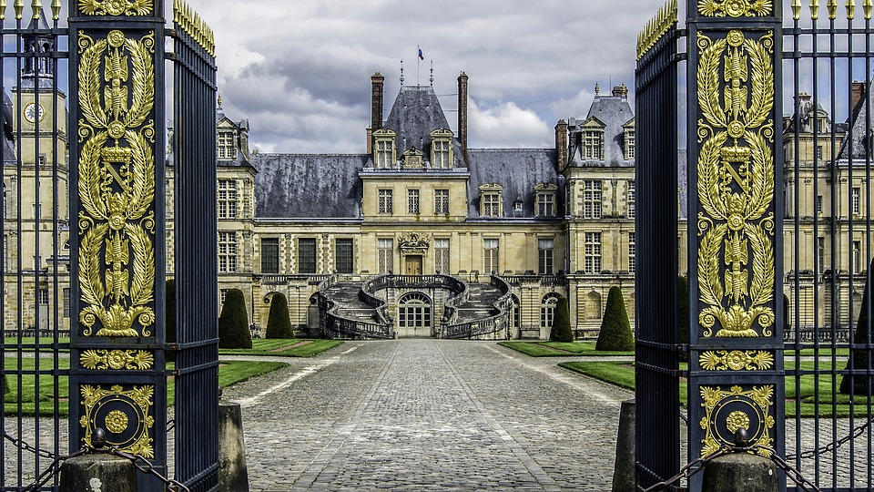 castle-of-fontainebleau-1167446_960_720